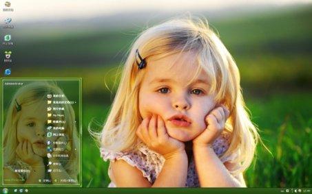 可爱小女孩 xp主题下载 给萌到呢,电脑桌面上是一个外国小娃娃在田野